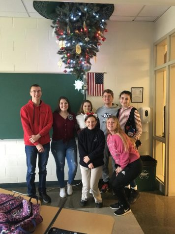 DCC Seniors Decorate Upside-Down Christmas Tree