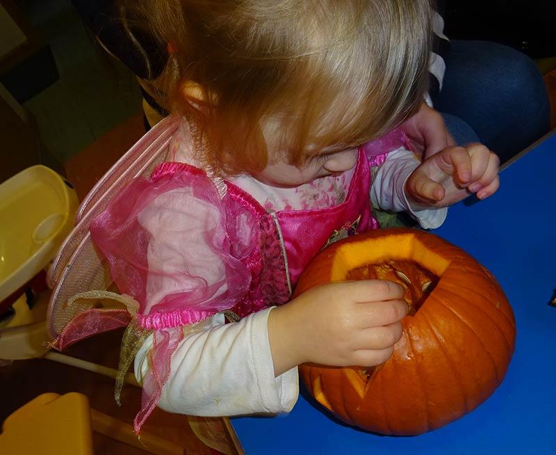 little-girl-pumpkin
