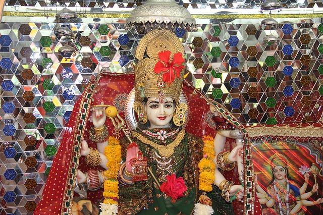 Happy Navratri Wishes in Hindi : नवरात्रि की हार्दिक शुभकामनाएं