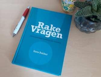 Je problemen los je op door… Rake Vragen van Siets Bakker