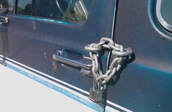 funny-chain-car-lock