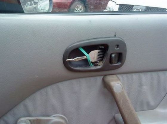 hilarious-fork-door-lock