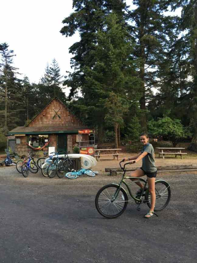 Lakedale Resort provides free loader bikes and is the best place to camp with kids in Washington.
