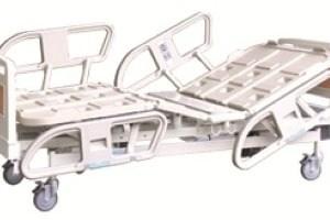 Cama tipo hospital eléctrica con controles en barandal