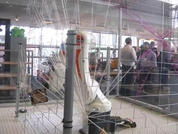Brazo robotico capaz de tejer