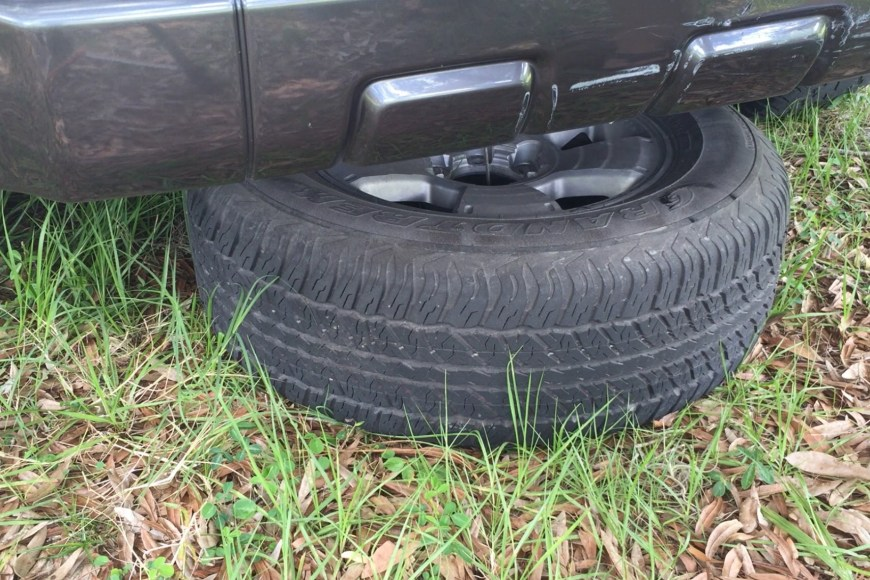 How to change flat tire on Toyota Forerunner