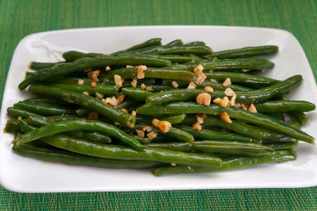 stringbeans-with-garlic - caribbeangreenliving.com