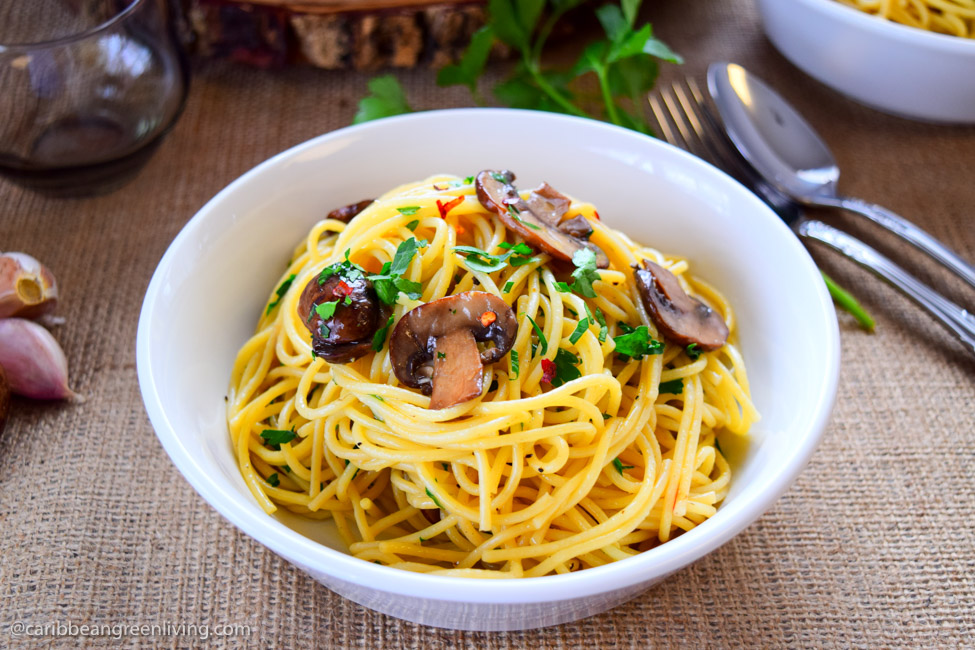 Spaghetti with Garlic and Mushrooms