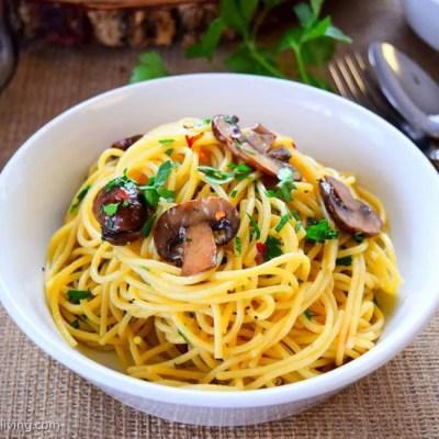 Spaghetti with Garlic and Mushrooms