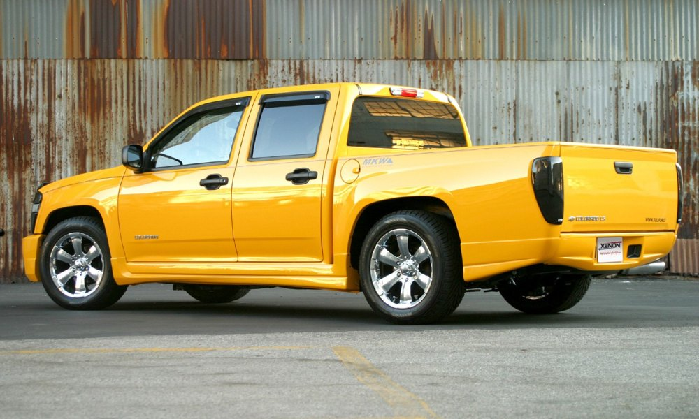 medium resolution of xenon body kit chevy colorado side view