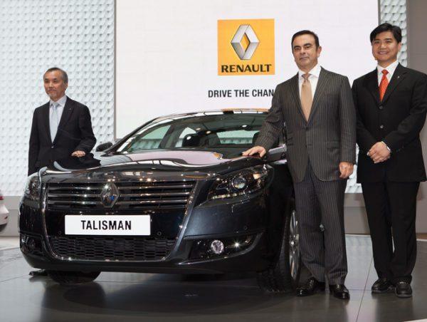 Renault veut construire des voitures en Chine. ICI au salon de pékin présentation de la Talisman en présence de Mr Carlos Ghosn.