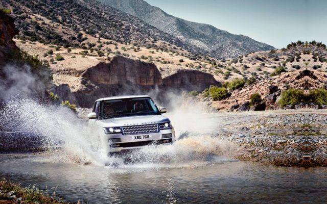 Le Range Rover est un outil tout terrain incontournable pour les dieux du rock et les grimpeurs.