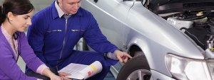 Vérification mécanique de la voiture d occasion avant son achat.