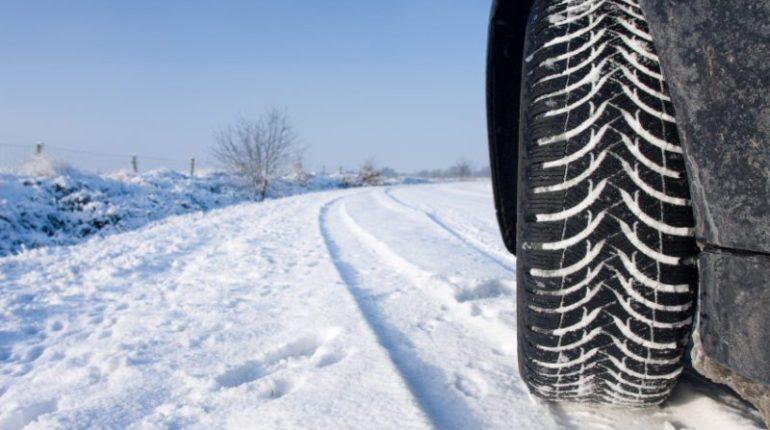 Les Pneus neige améliorent la traction sur la neige et la glace en hiver