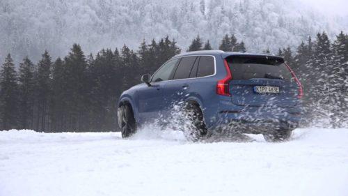 Volvo XC90 dans la neige