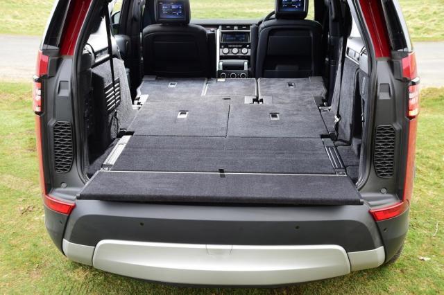 Land Rover Discovery - sièges de coffre abaissés
