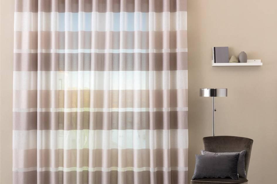 Quelle che consigliamo noi di tende zanichelli sono costituite da una struttura in alluminio verniciato a polveri per esterni e da una copertura in. Come Scegliere Tende Sartoriali Tessuti Su Misura Per Te Carillo Home