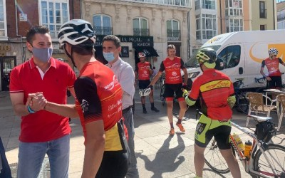 El movimiento ciclista Ultreya apoya a Cáritas en su llegada a Burgos