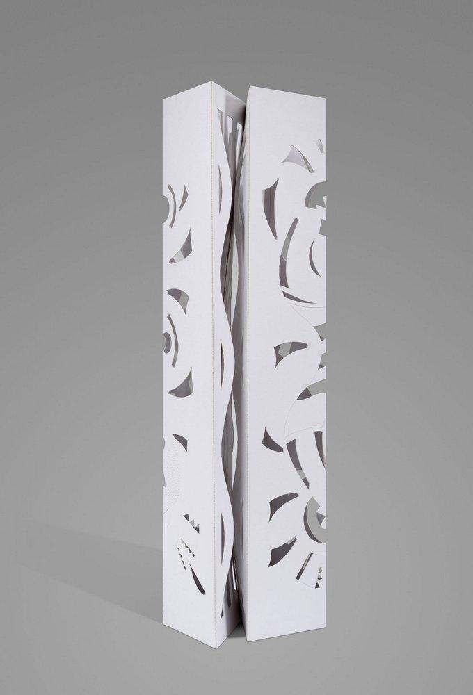 Escultura en papel No 5. 89,5 cm x 29 cm x 22 cm