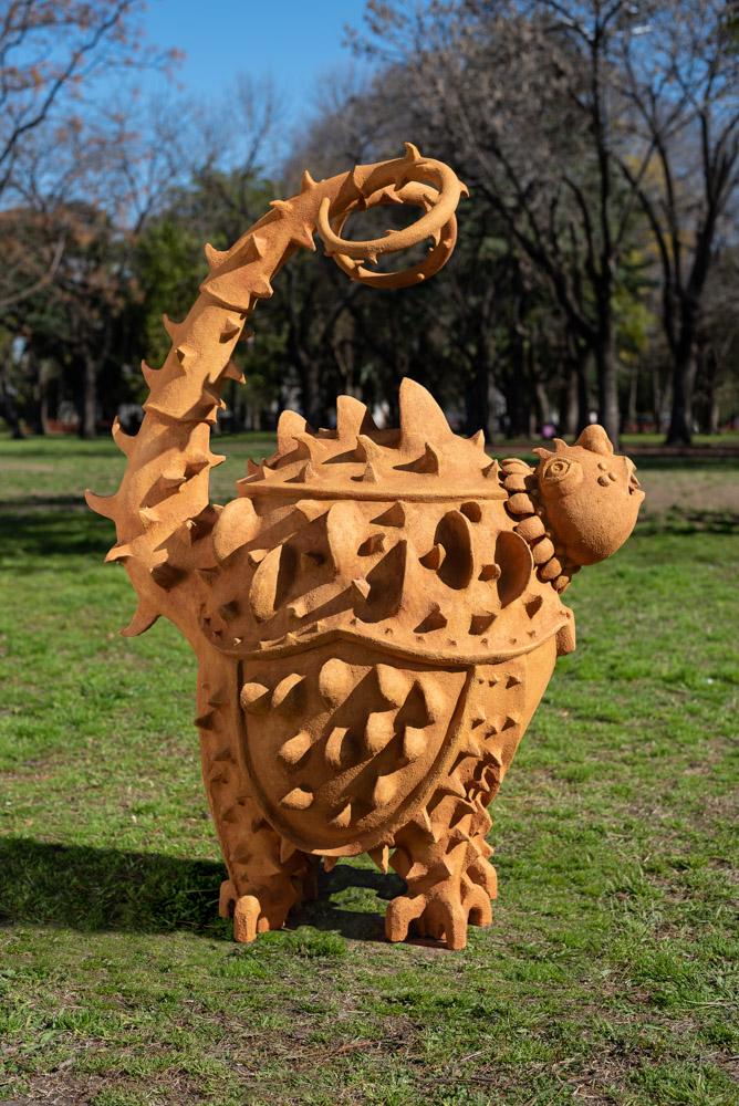 130 x 70 x 100 cm. Técnica: ceramica con chamote, patinada con oleo.