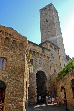 Arco de entrada a la Piazza della Cisterna