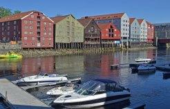 Bryggen, Río Nidelva y Almacenes Comerciales