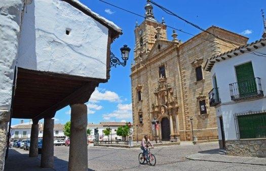 Plaza Mayor e Iglesia Santo Tomás Apóstol