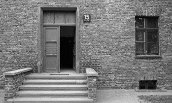 Auschwitz I. Puerta Barracón 15