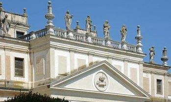 Villa Pisani. Frontón de las Caballerizas