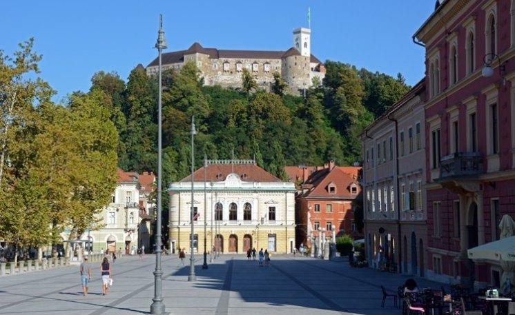 Liubliana. Plaza del Congreso y Castillo 998