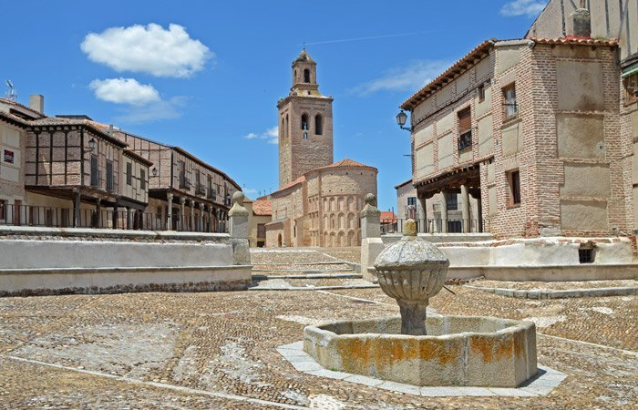 PLAZA-de-la-VILLA-Santa-María-la-Mayor-&-Fuente-(5)