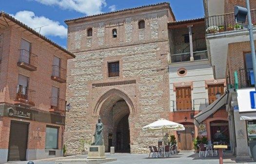 PLAZA-del-ARRABAL-Arco-de-Alcocer-(1)