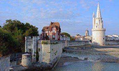 Puerta de la Muralla, Casa de Indiando y Tore de la LInterna