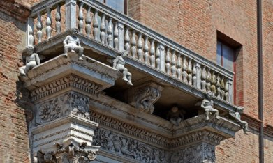 Palacio Prosperi Sacrati. Detalle Portada