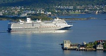 Crucero saliendo del Storfjiord