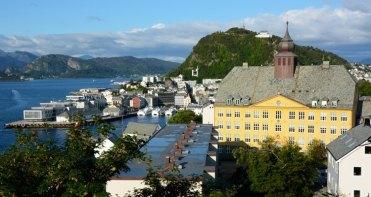 Puerto, Monte Aksla y Escuela