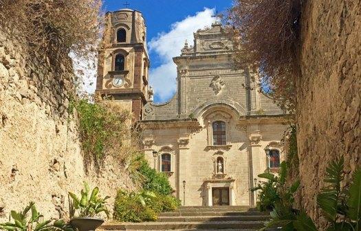 Fachada de la Catedral de San Bartolomé (Lipari)