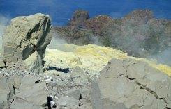 Rocas volcánicas y azufre (Vulcano)