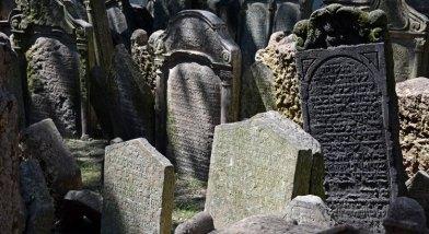 Cementerio Judío. Aglomeración de Lápidas