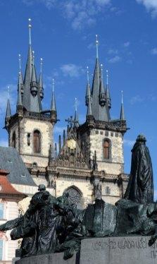 Monumento a Jan Hus e Iglesia de Tyn