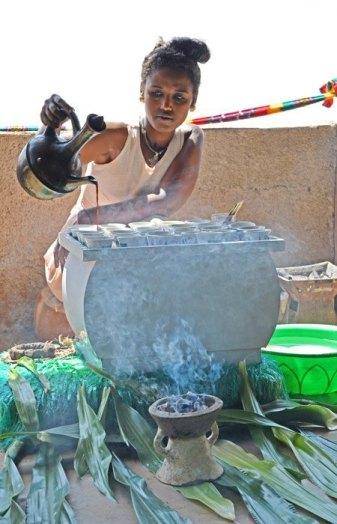 Preparando el Buna (café etíope)