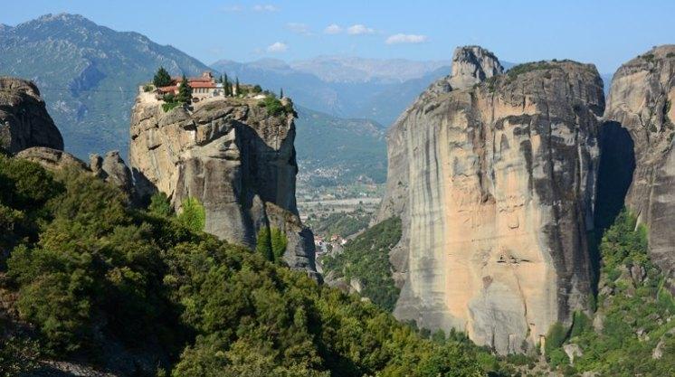 Monasterio de la Santísima Trinidad, Llanura Tracia y Cordillera de los Balcanes