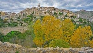 Vista de Bocairent en otoño