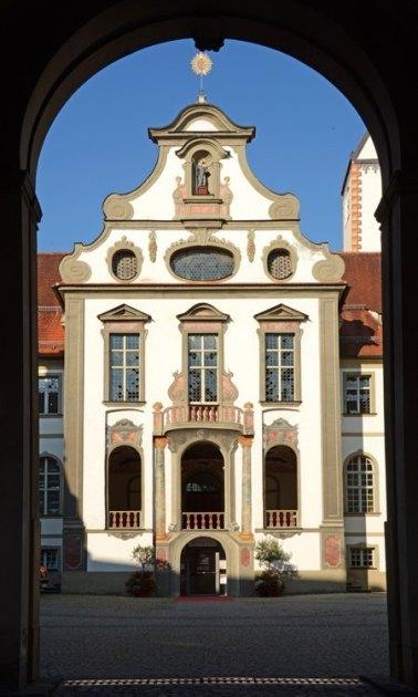 FÜssen. Portada del Monasterio Benedictino de Mang