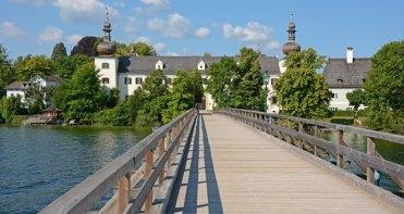 Gmunden. Pasarela y Palacio de Ort