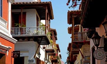 Balcones en la Calle de los Estribos
