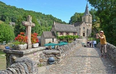Puene Viejo e Iglesia Sainte Marie-Madeleine