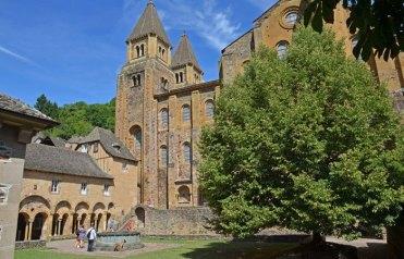 Claustro e Iglesia Abacial