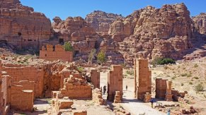 Puerta de Temenos y Qasr al-Bint