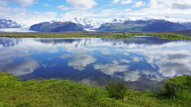 Vatnajökull: Glaciar y cumbres reflejados en un lago